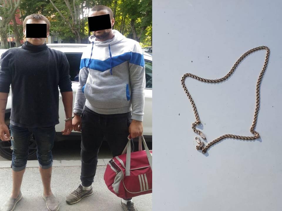 Doi tineri din Chișinău au fost reținuți pentru furtul unui lănțișor de aur