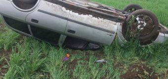 Un minor de 16 ani este bănuit de răpirea a două automobile