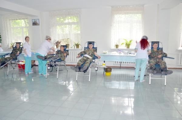 Circa 250 de militari ai Armatei Naţionale au donat voluntar sânge