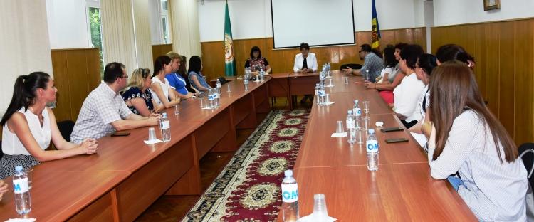 """Valentina Buliga în discuții cu noii angajați ai CNAS: """"Să dați dovadă de implicare, devotament și responsabilitate"""""""