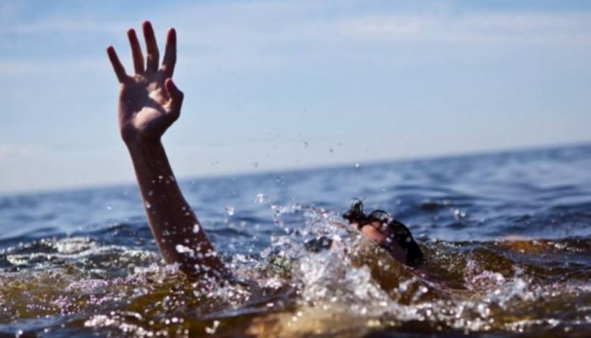În ultimele 24 de ore, trei persoane şi-au pierdut viaţa în bazinele acvatice din ţară