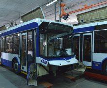 5 troleibuze noi sunt asamblate, în prezent, la RTE Chișinău (FOTO)