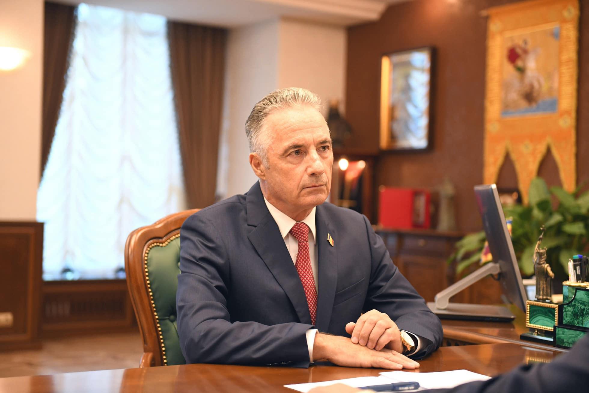 """Ministrul Gaiciuc: """"În timp ce deputații ACUM muncesc din răsputeri să dezbine ţara, noi vom munci să o întărim"""""""