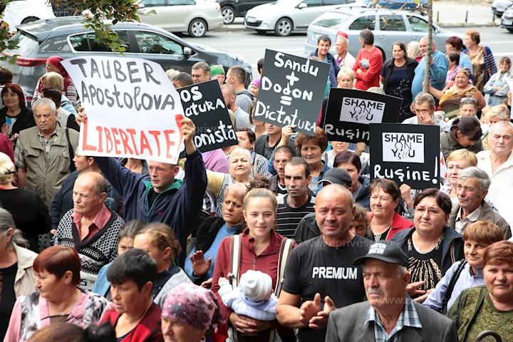 Partidul Șor protestează la CNA: Cerem eliberarea deputatelor Marina Tauber și Reghina Apostolova
