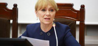 Ex-ministră, către autorități: Cazați cât încă nu e târziu tot personalul medical în hotele, pensiuni, cămine