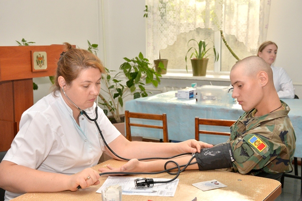 Militarii Armatei Naţionale donează sânge la Chişinău, Bălţi şi Cahul