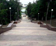"""Iată când vor fi inaugurate scările de granit din Parcul """"Valea Morilor""""!"""