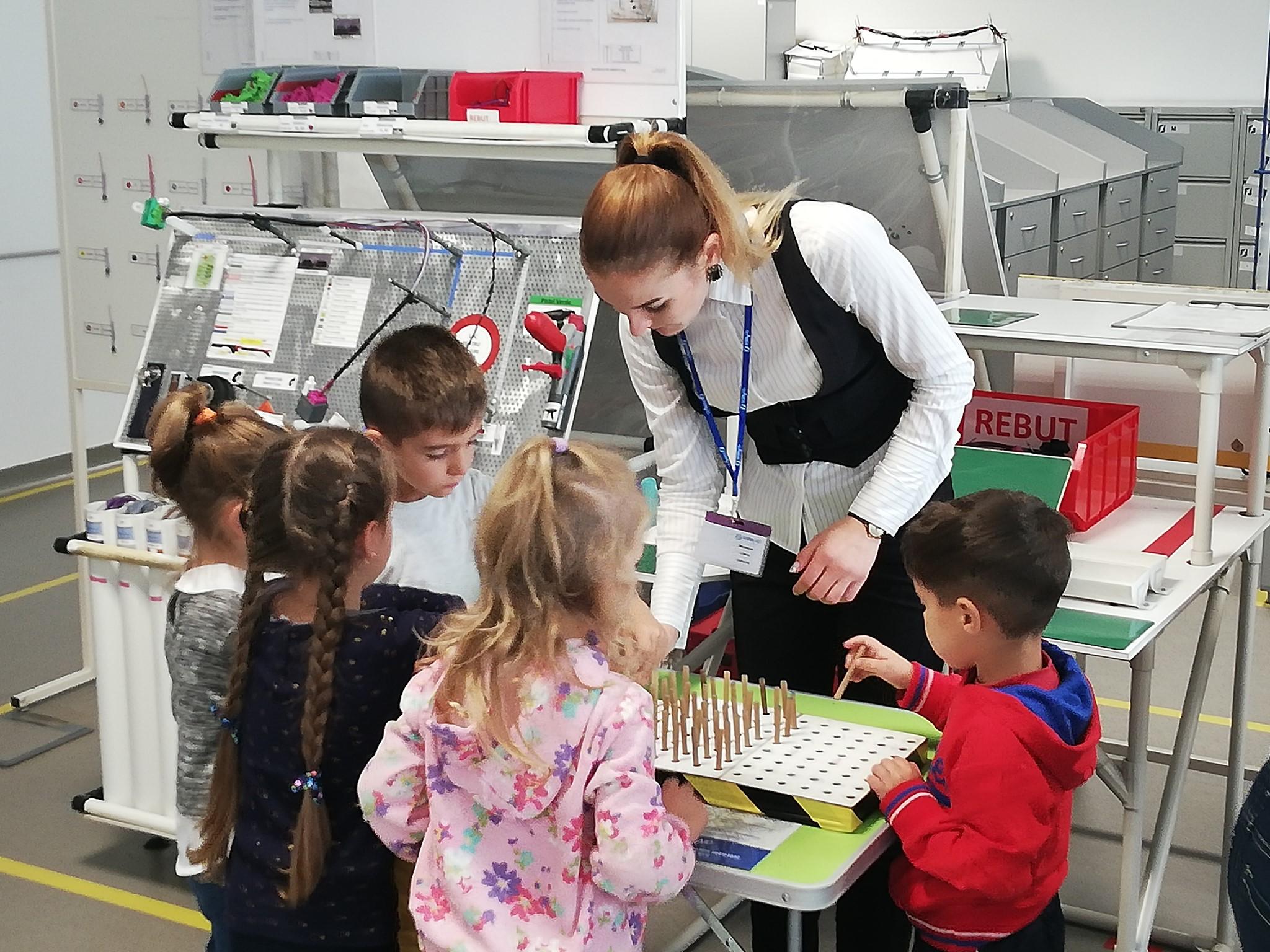 Un grup de copii a vizitat Fabrica de cablaje auto din Orhei