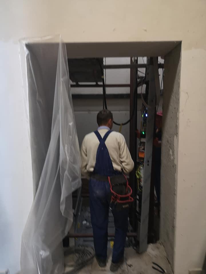 (FOTO) Ceban: Liftul pentru accesul persoanelor cu nevoi speciale – aproape instalat în Primăria Chișinău