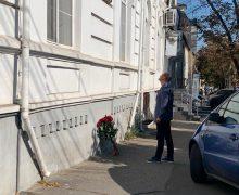 (FOTO) Ion Ceban a depus flori la casa în care a locuit Karl Schmidt
