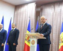 Premierul și trei miniștri – prezentați echipelor pe care le vor conduce