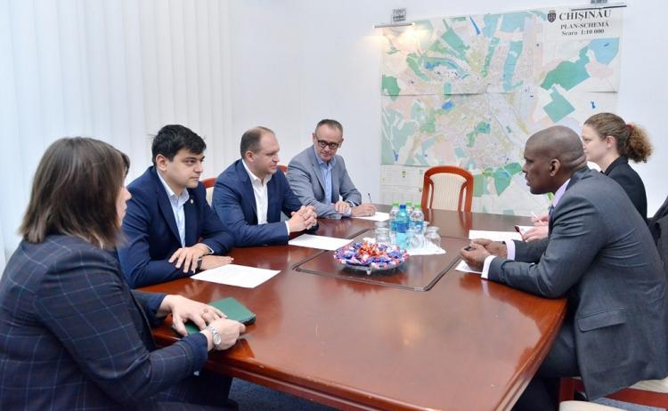 Ambasadorul SUA – în vizită la Primăria Chișinău