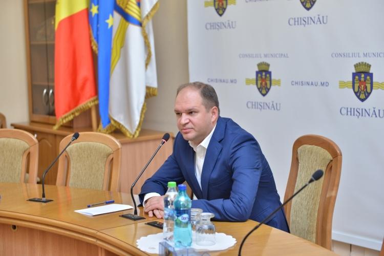 """Ion Ceban către echipa aparatului Primăriei: """"Avem șansa să lucrăm pentru Chișinău"""""""