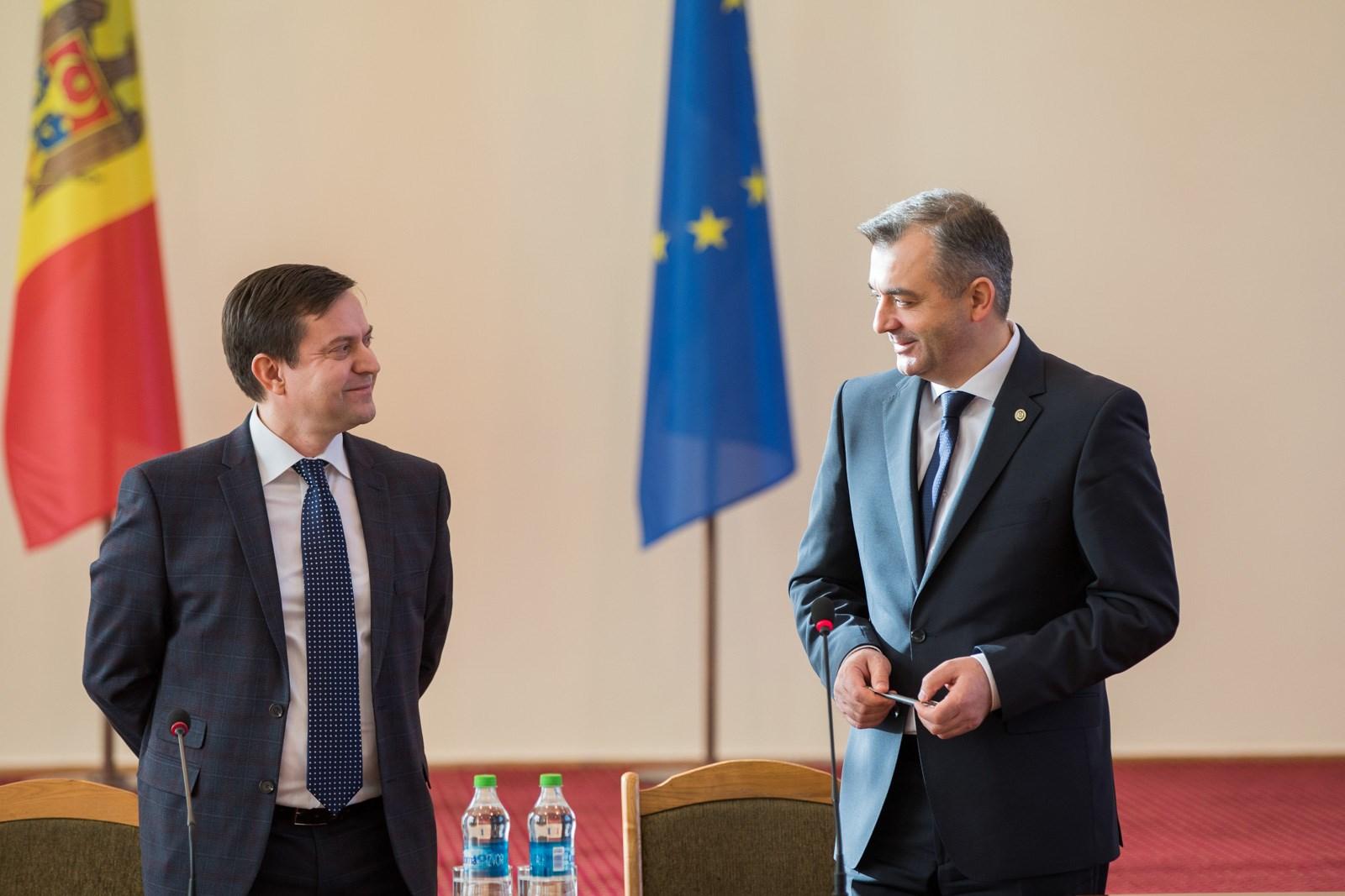 Premierul a prezentat noul director al Agenției Proprietăți Publice angajaților