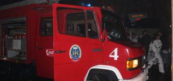 Aplicații la un club de noapte din Chișinău. La faţa locului au fost alertate toate serviciile de urgenţă