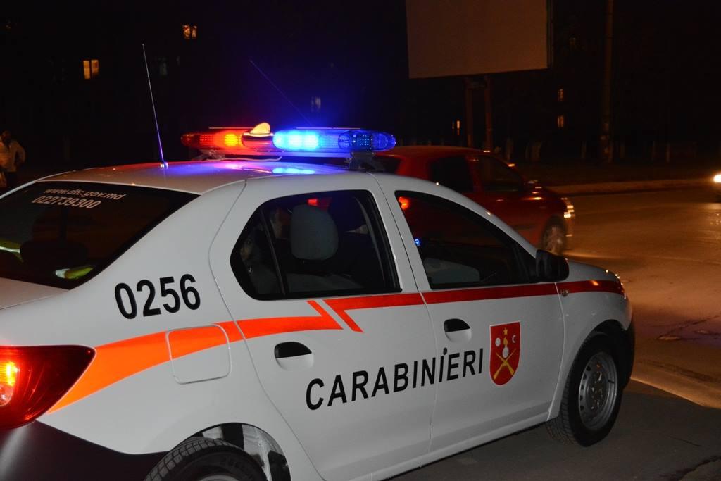 Un tânăr a fost împușcat de un carabinier