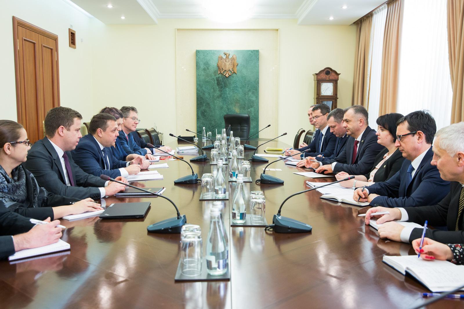 Prim-ministrul Ion Chicu a avut o ședință cu Misiunea FMI
