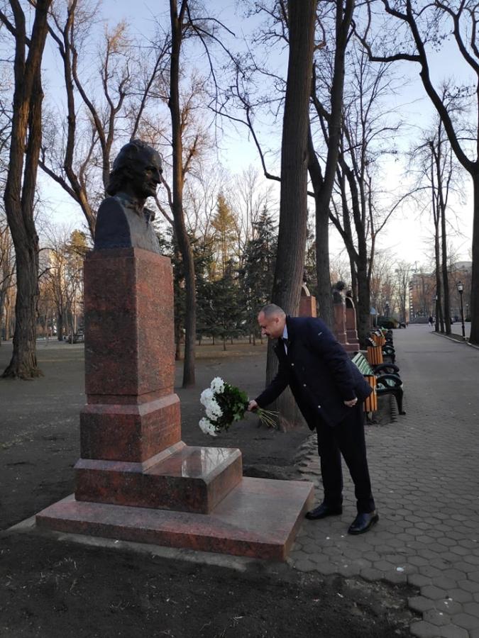 Conducerea Ministerului Educației, Culturii și Cercetării a adus un omagiu marelui poet Grigore Vieru