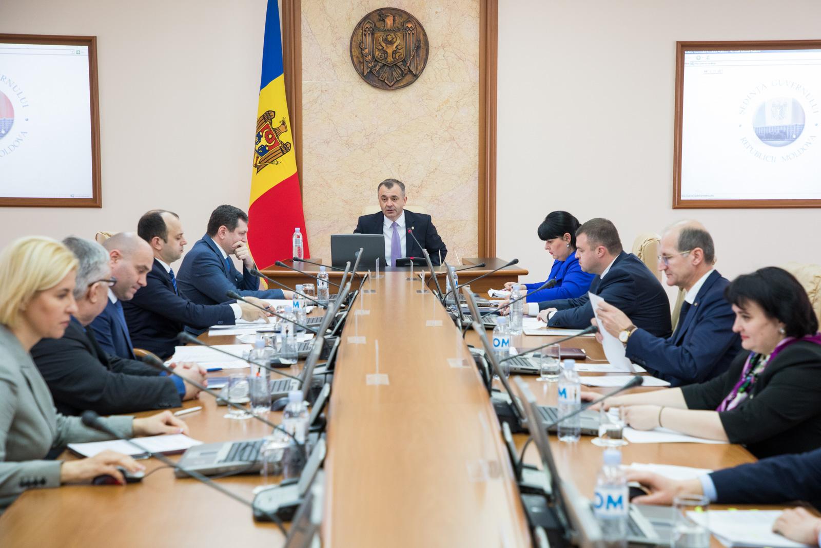 (SONDAJ) Ce părere aveți despre activitatea actualului Cabinet de miniștri?
