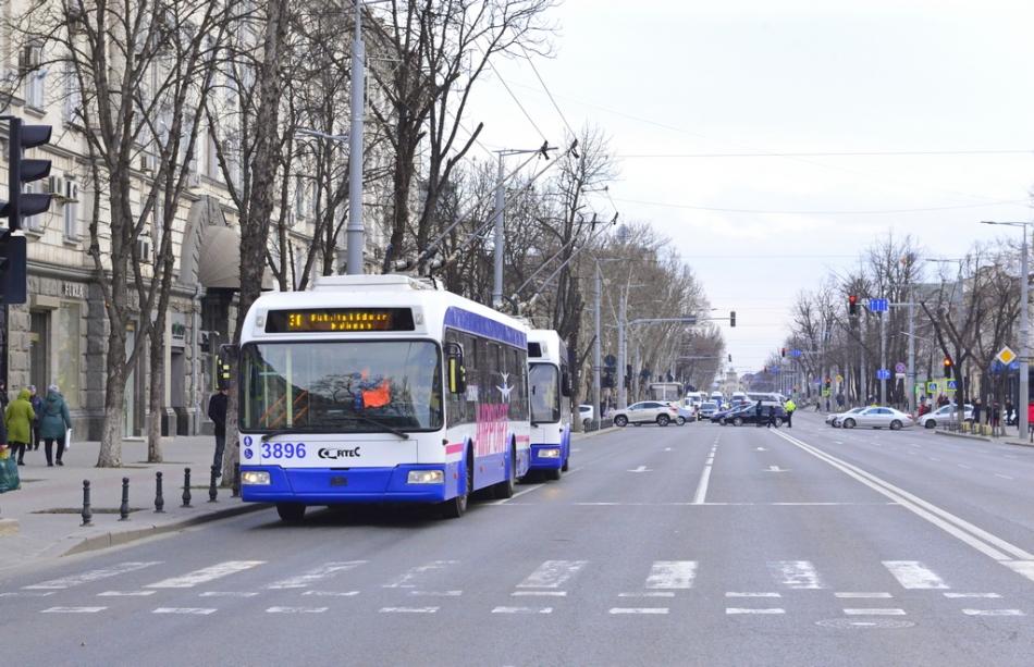 Începând de astăzi, transportul public din capitală va circula după un anumit program