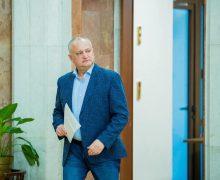 Grupul de inițiativă în susținerea lui Igor Dodon a adus listele cu semnături la CEC