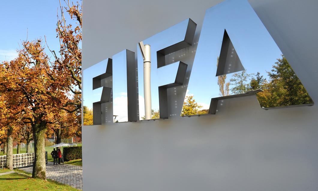 FIFA solicită cluburilor să ajungă la înțelegeri salariale cu jucătorii și recomandă prelungirea contractelor existente