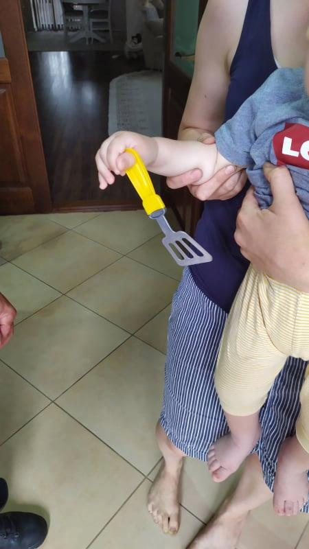 Degetul unui copil a fost blocat într-o jucărie de plastic. Intervenția salvatorilor din nordul țării