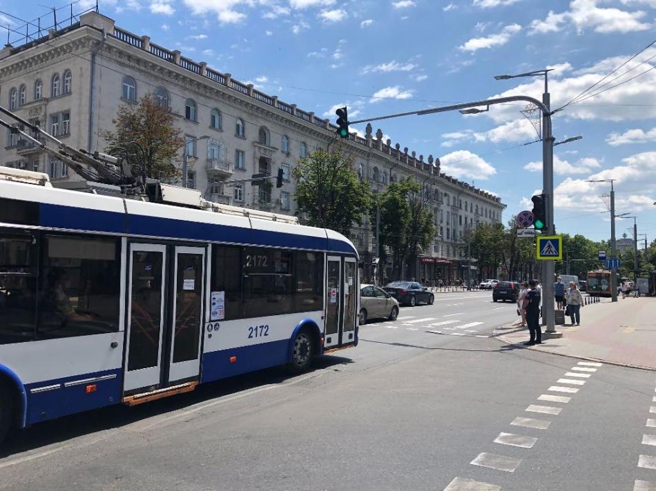 La intersecția bd. Ștefan cel Mare și Sfânt și str. Vlaicu Pârcălab a fost pus un semafor, în regim de testare