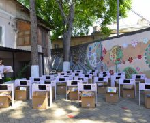 Donație de planșete, seturi pentru învățare și jucării pentru 30 de copii din Chișinău