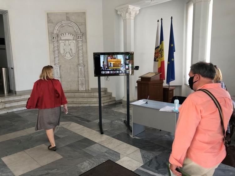 Termoscaner la intrarea în clădirea Primăriei Chișinău: Sunt detectate persoanele care nu poartă mască și cu temperatura corpului de peste 37˚C