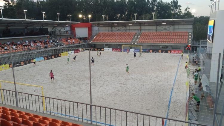 """Stadionul pentru fotbal de plajă din Parcul """"La Izvor"""" – dat în exploatare"""