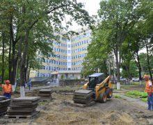 Au început lucrările de renovare a scuarului de pe str. Vasile Dokuceaev, cartierul Telecentru
