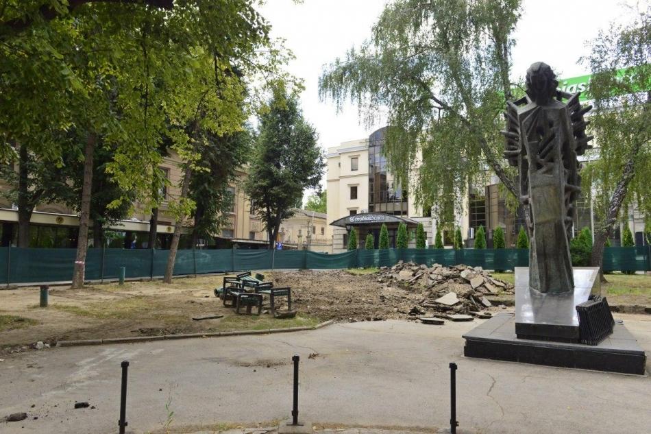 """Au început lucrările de renovare a Scuarului """"Mihai Eminescu"""" din centrul capitalei"""