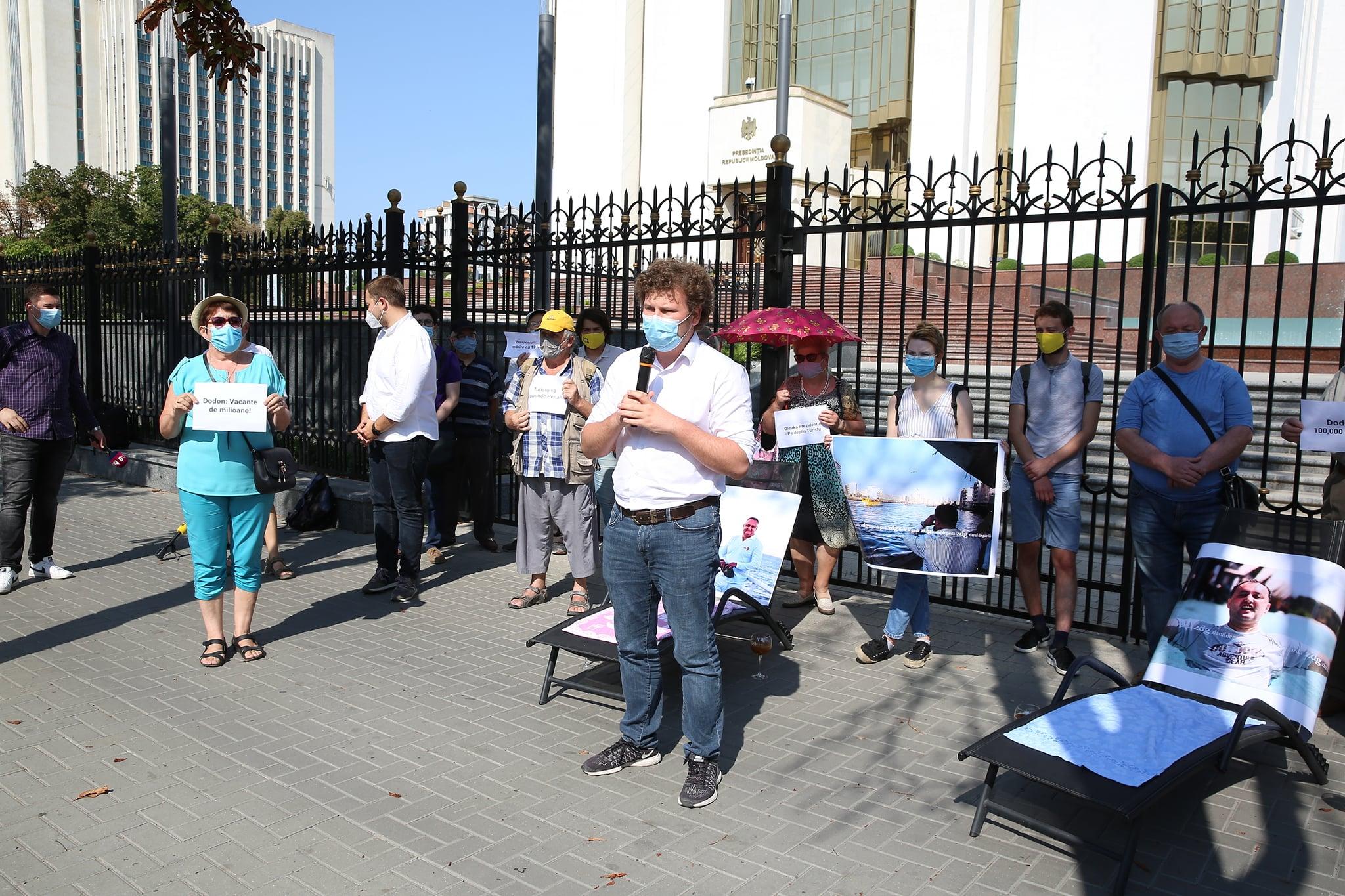 Flashmob la Președinție! PAS: Problema pensiilor e critică pentru Republica Moldova