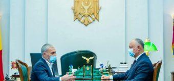 Dodon, la discuții cu Isayev. Producătorii agricoli vor putea achiziționa motorină la stațiile de alimentare Lukoil cu o reducere semnificativă