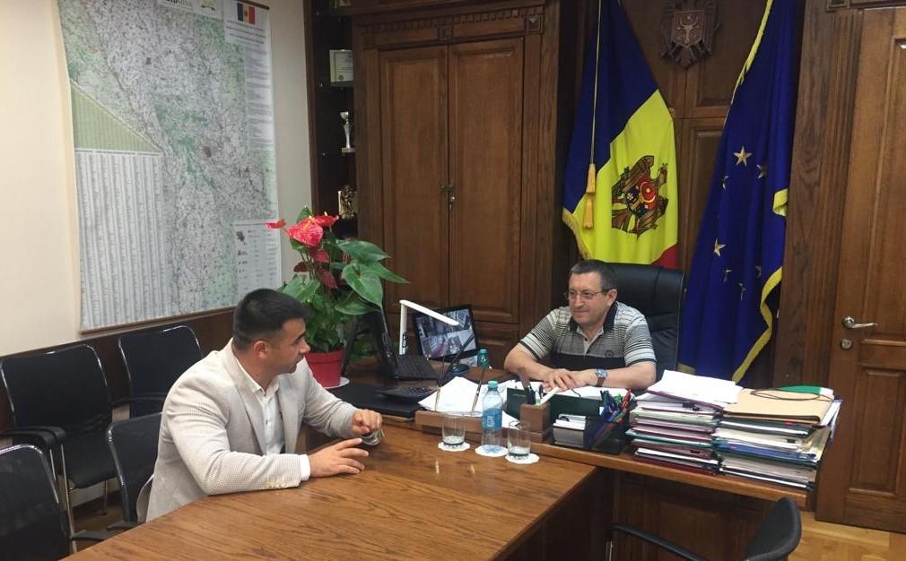 """Directorul Agenției """"Moldsilva"""", la discuții cu un deputat"""