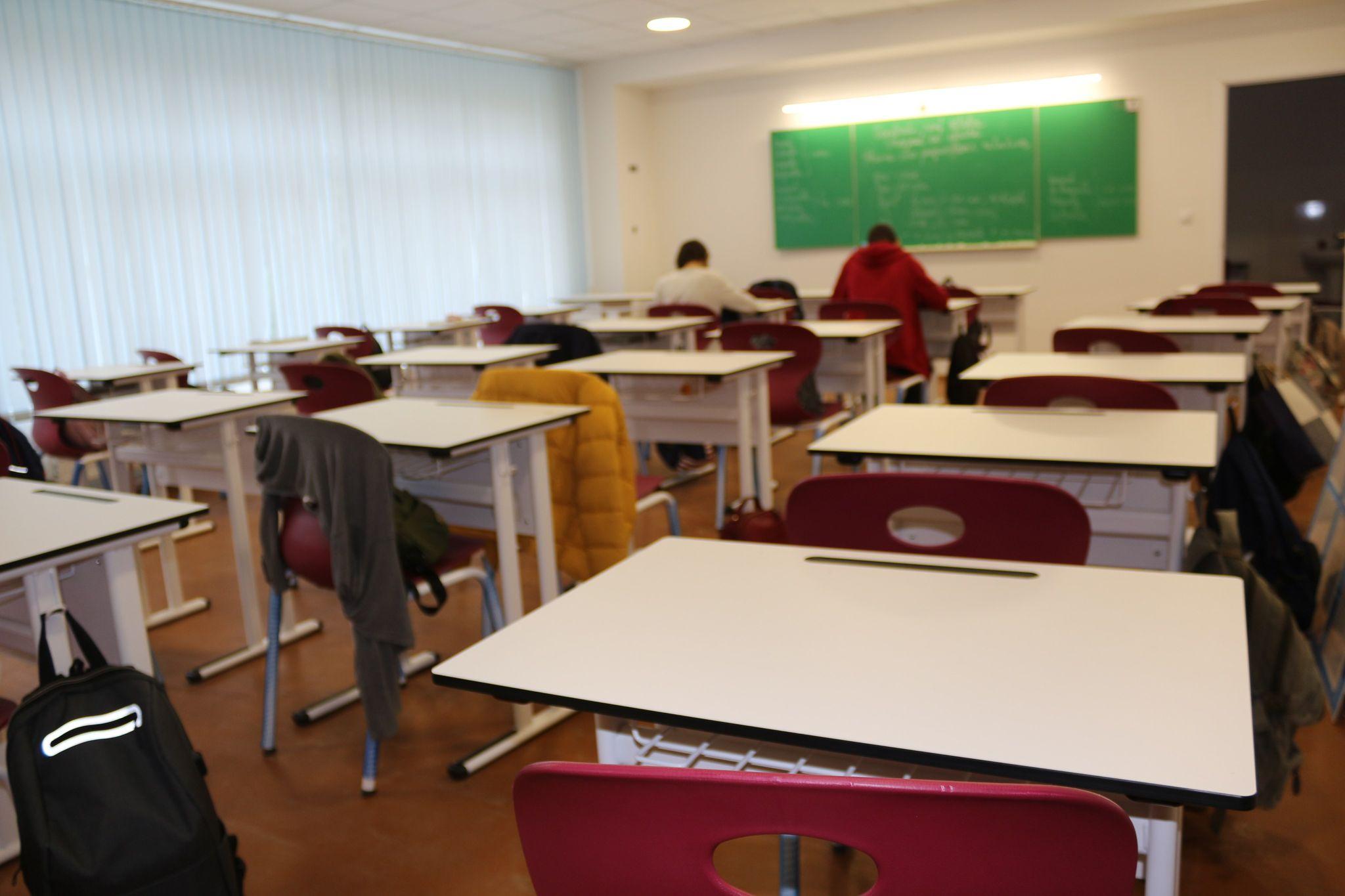 """(FOTO) Proiectul """"Reforma Învățământului în Moldova"""": Elevii și profesorii liceului din Cărpineni, în clase renovate și dotate după cele mai înalte standarde"""