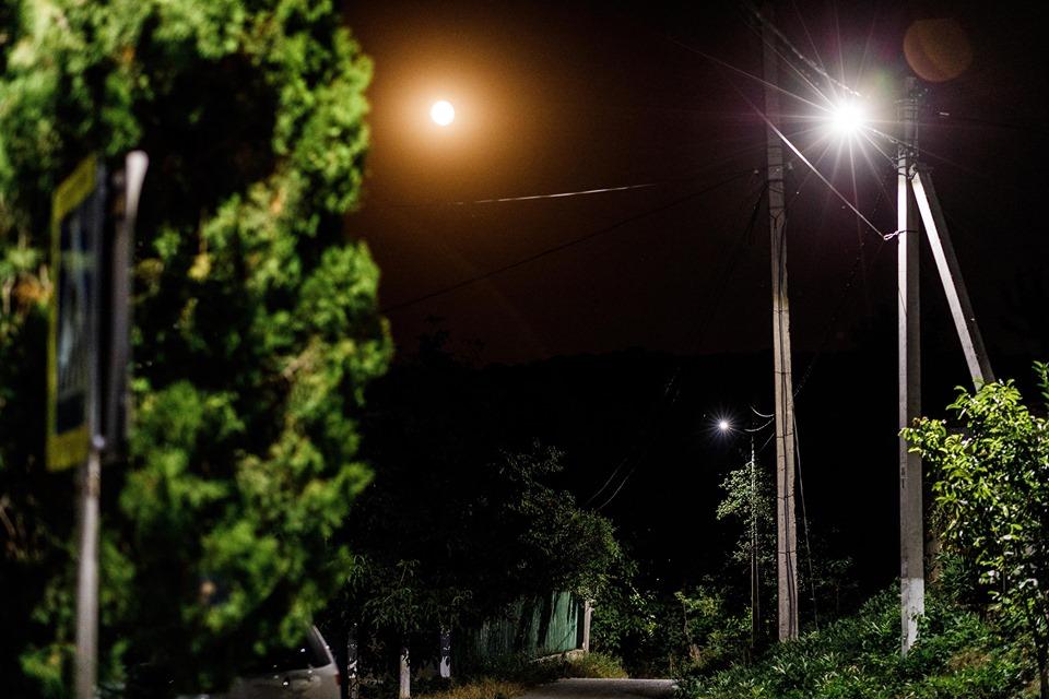 """Partidul """"ȘOR"""" a iluminat străzile într-un alt sat din raionul Orhei"""