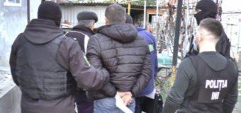 Doi bărbați și o femeie – învinuiți de punerea în circulație a valutei străine false