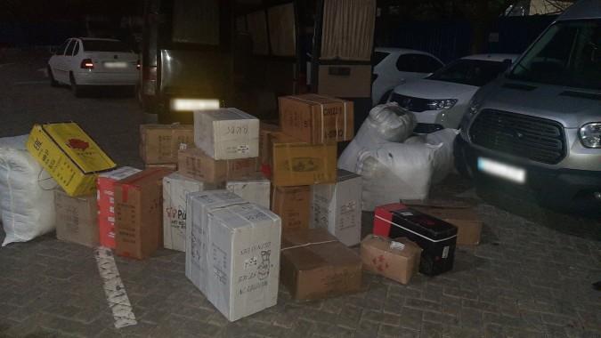 Două cazuri de transportare ilicită a mărfurilor de larg consum