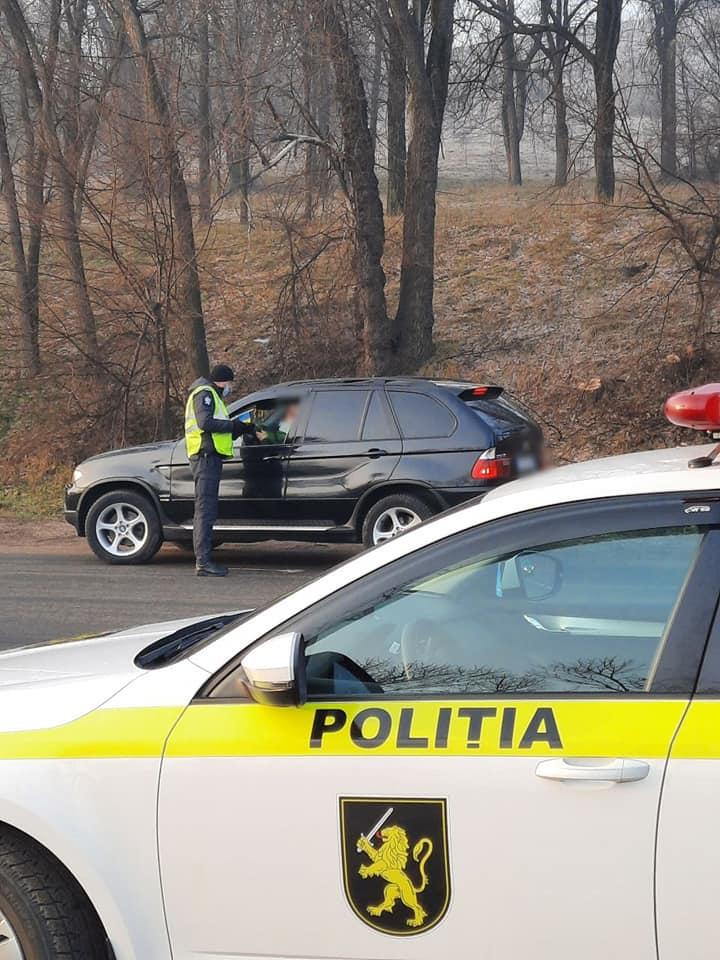 Filtru pe strada Muncești din capitală: Polițiștii au stopat peste 300 de automobile