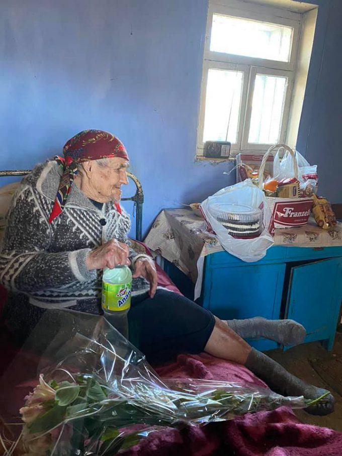 Gest de mărinimie pentru cea mai vârstnică femeie din Republica Moldova