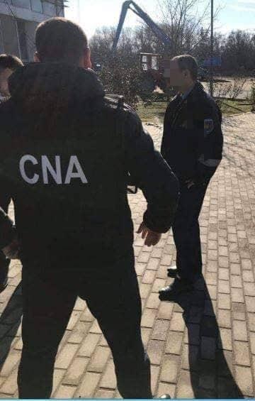 Angajatul unei şcoli auto din capitală a ajuns pe mâna ofiţerilor CNA