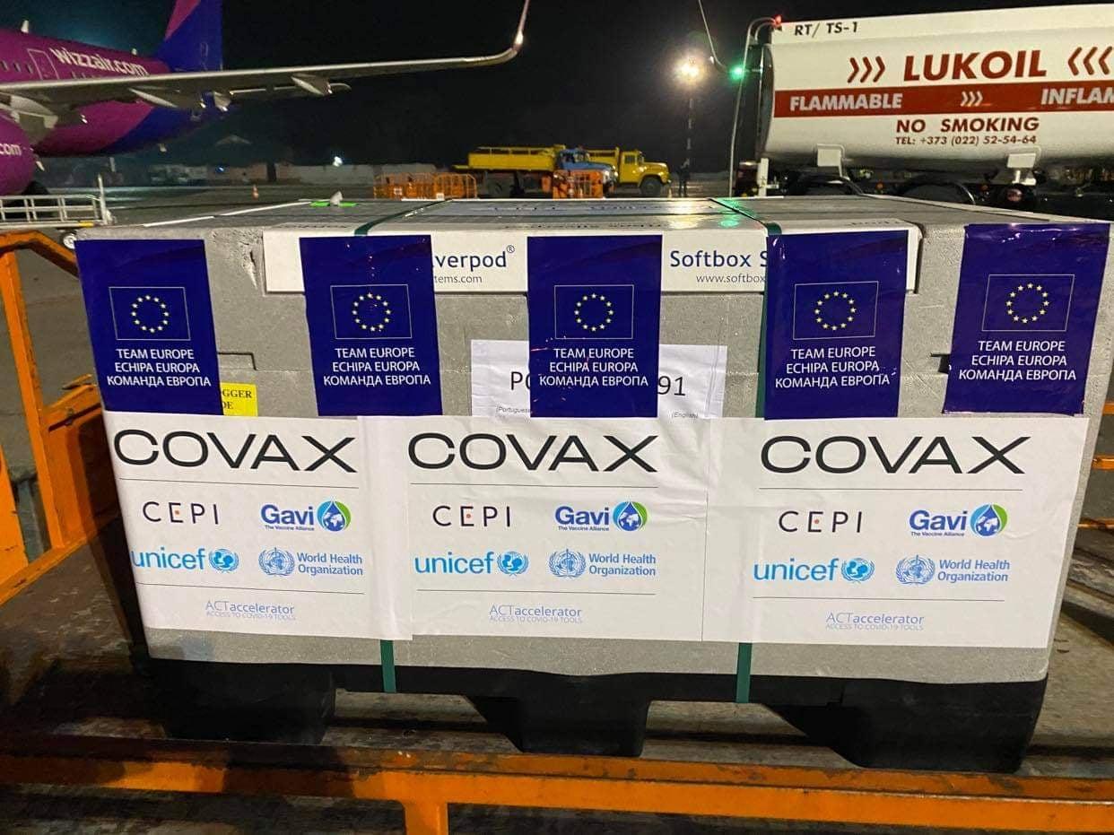 Primul lot de vaccinuri pe platforma COVAX a ajuns în Republica Moldova