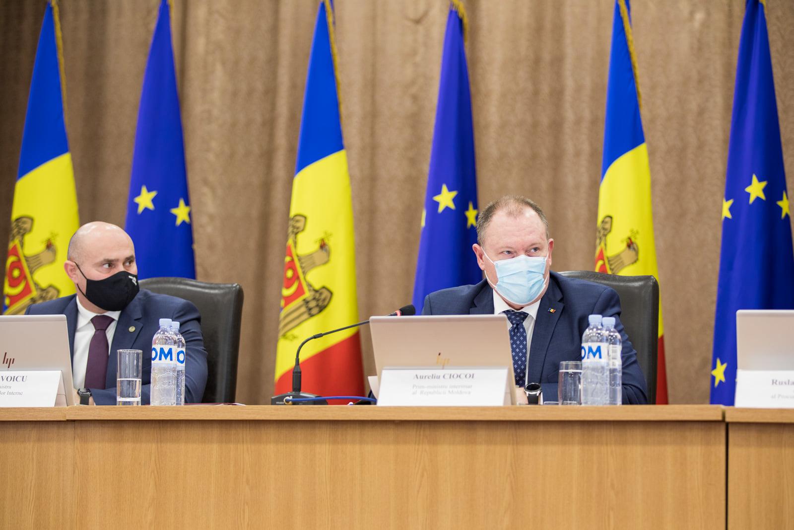 Premierul interimar, la discuții cu ministrul de Interne despre cazul Ceaus