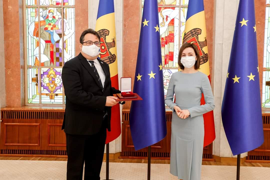 """Președintele Republicii Moldova i-a conferit """"Ordinul de Onoare"""" Ambasadorului UE în țara noastră"""
