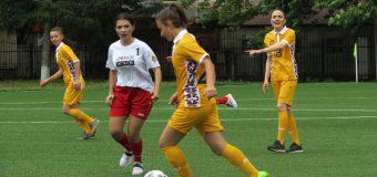"""Acțiune socială cu genericul """"Femeile joacă fotbal"""""""