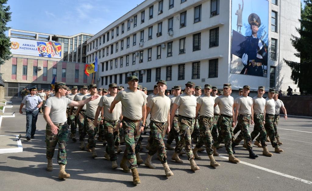 Militarii Armatei Naționale se pregătesc pentru parada de Ziua Independenței