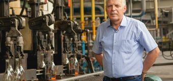 """(INTERVIU) Ivan Baltaji, Director de producere la Fabrica de Sticlă din Chişinău: """"Noi lucrăm după standardul internațional de management în domeniul securității produselor alimentare ISO 22000"""""""