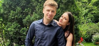 "(FOTO) O cunoscută interpretă din Republica Moldova a zis ""da""! Rar cine a primit așa inel!"